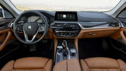 BMW 5-Series và Mercedes Benz E-Class: Ai bạo hơn ai? - 2