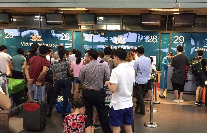 Nữ nhân viên hàng không bị hành khách đánh ở Nội Bài - 1