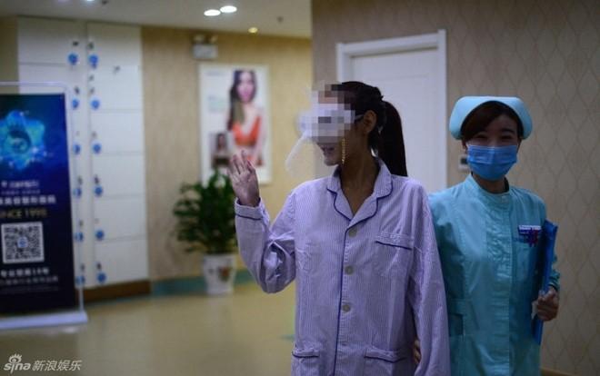 Chị em Trung Quốc đua nhau khoe hình ảnh nâng ngực - 2