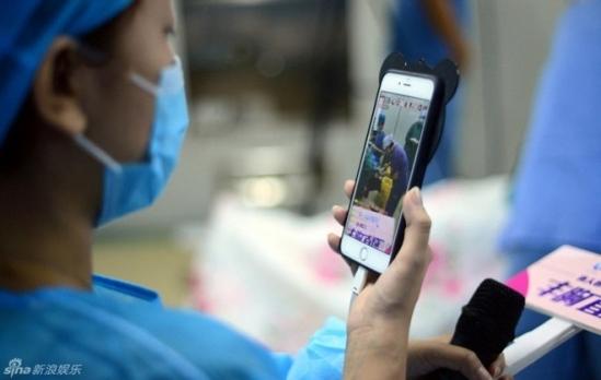 Chị em Trung Quốc đua nhau khoe hình ảnh nâng ngực - 7