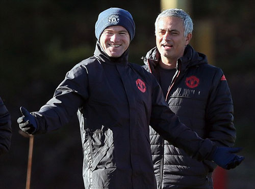 "MU: Mourinho ""nắn gân"" Pogba, Ibrahimovic - 3"