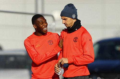 "MU: Mourinho ""nắn gân"" Pogba, Ibrahimovic - 4"