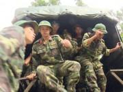 Tin tức trong ngày - Hàng trăm người băng rừng tiếp cận nơi nghi trực thăng rơi
