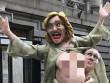 Dân Mỹ đánh lộn vì tượng khỏa thân của Hillary Clinton