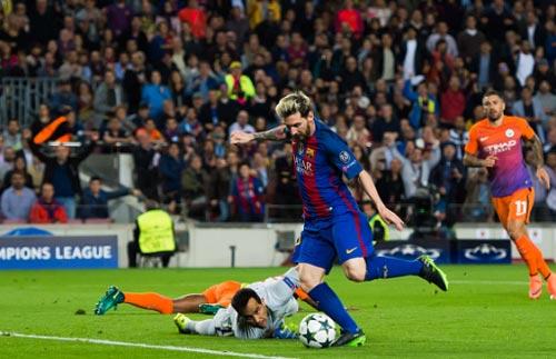 Barcelona - Man City: 2 thẻ đỏ và một cú hat-trick - 1