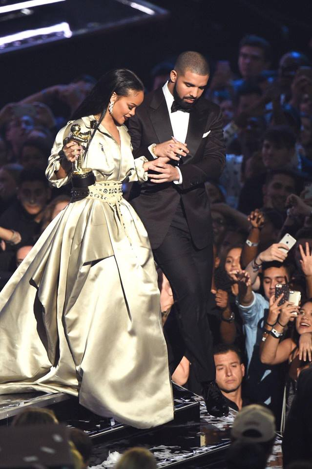 Hậu chia tay bạn trai, Rihanna ngày càng nóng bỏng - 1