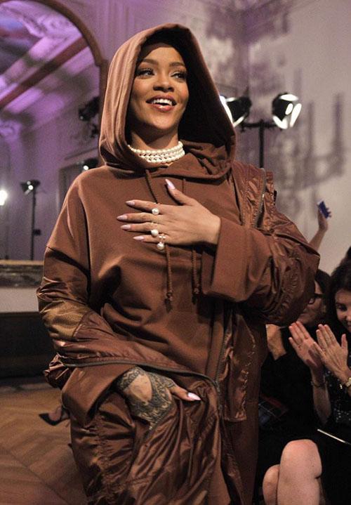 Hậu chia tay bạn trai, Rihanna ngày càng nóng bỏng - 12