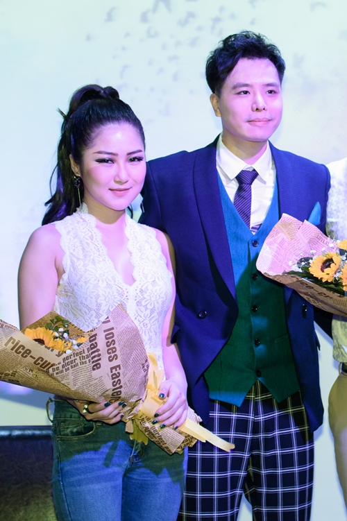 Ca sĩ Việt Nam đầu tiên ra mắt album bằng USB - 4