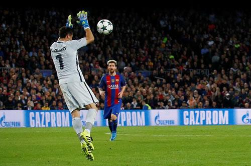 """Bravo """"ngớ ngẩn"""" trước Barca, CĐV Man City nhớ Joe Hart - 1"""