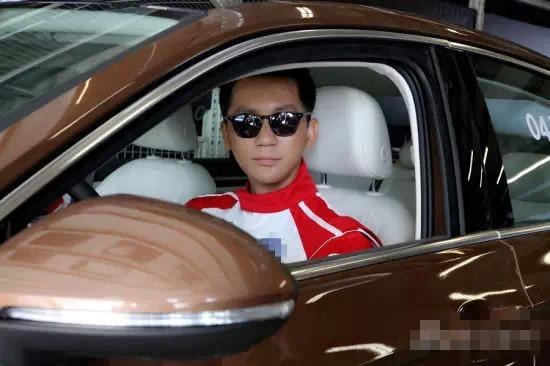 Gia thế giàu có của bạn trai Phạm Băng Băng - 4