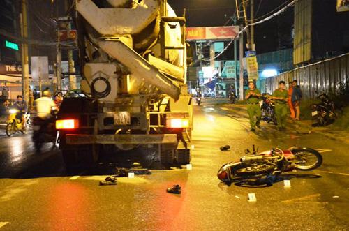Va chạm xe bồn, 2 công nhân bị cuốn vào gầm - 1