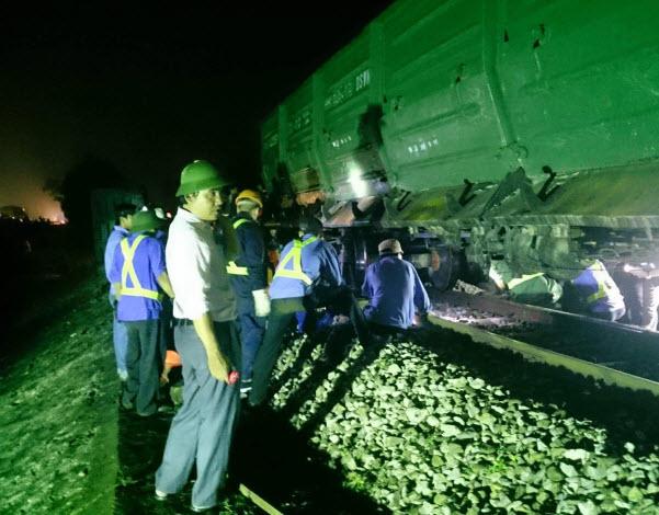 Vụ lật tàu ở Huế:  Đã thông tuyến đường sắt Bắc-Nam - 1