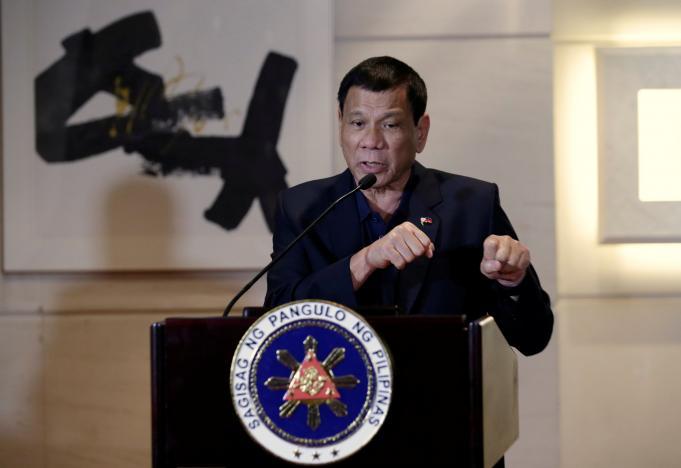 Ông Duterte nói phán quyết Biển Đông chỉ là mẩu giấy - 1