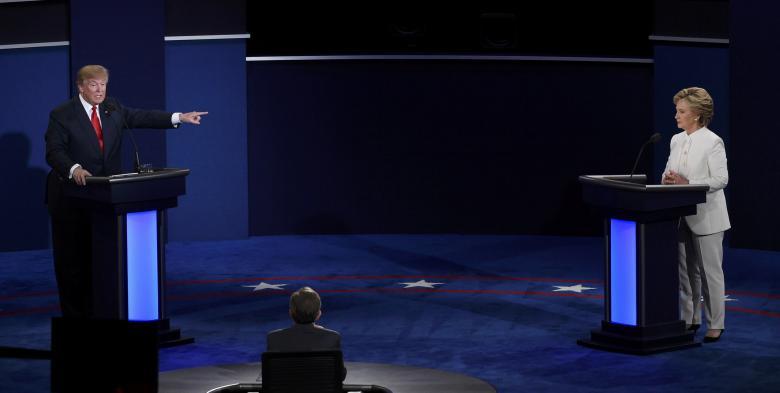 Clinton: Trump là người nguy hiểm nhất thế giới hiện đại - 2