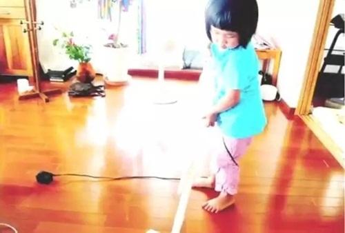Cảm động lý do mẹ bắt bé gái 4 tuổi nấu cơm, rửa bát - 8