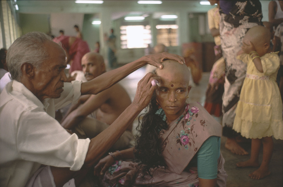 """Nơi phụ nữ cạo trọc để hiến tóc """"còn trinh"""" cho thần linh - 1"""