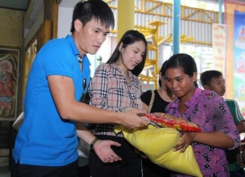 Bất ngờ với số tiền hàng chục mỹ nhân Việt ủng hộ miền Trung - 1