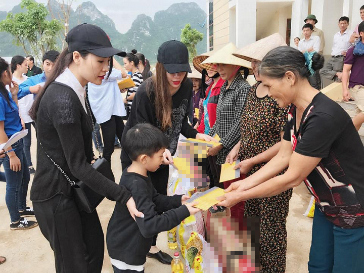 Bất ngờ với số tiền hàng chục mỹ nhân Việt ủng hộ miền Trung - 3