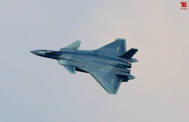 Lộ màu ngụy trang mới của tiêm kích tàng hình J-20 - 2