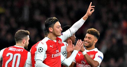 """Arsenal thăng hoa: """"Cơn ghiền"""" bàn thắng của Ozil - 2"""