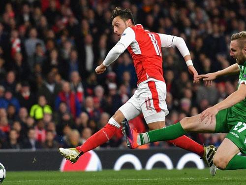 """Arsenal thăng hoa: """"Cơn ghiền"""" bàn thắng của Ozil - 1"""