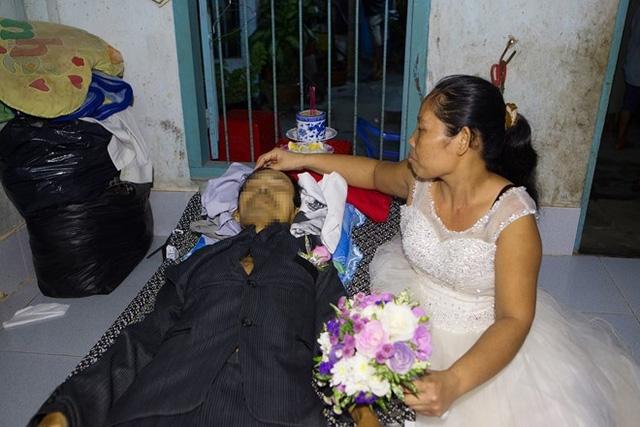 Rơi nước mắt khi đám cưới cũng là ngày đội tang - 1
