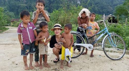 Ngày 20/10 ý nghĩa và hạnh phúc của mỹ nhân Việt ở vùng lũ - 10