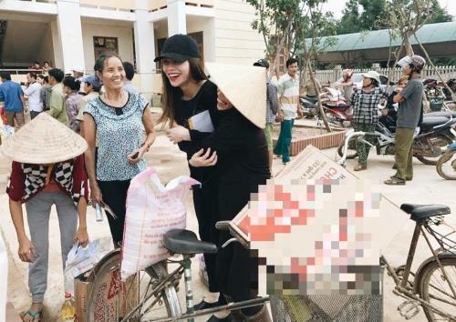 Ngày 20/10 ý nghĩa và hạnh phúc của mỹ nhân Việt ở vùng lũ - 2