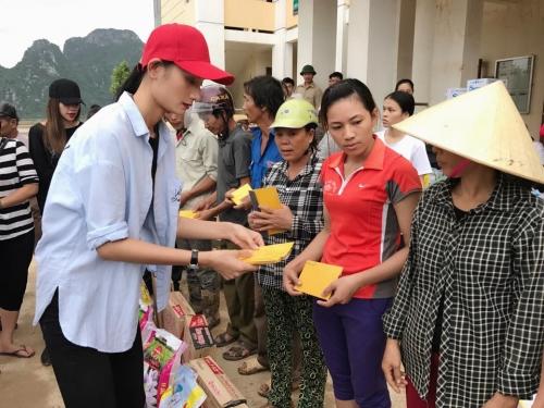 Ngày 20/10 ý nghĩa và hạnh phúc của mỹ nhân Việt ở vùng lũ - 5