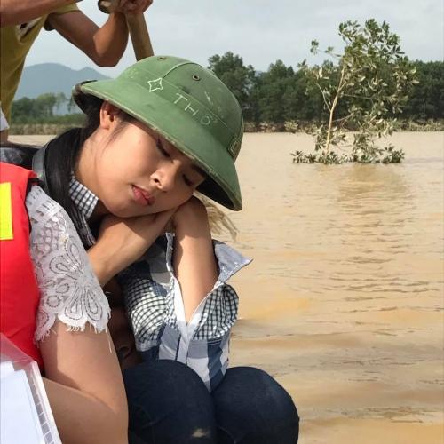 Ngày 20/10 ý nghĩa và hạnh phúc của mỹ nhân Việt ở vùng lũ - 7