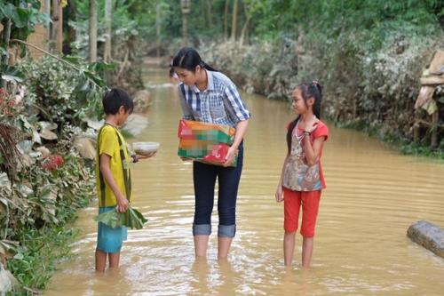 Ngày 20/10 ý nghĩa và hạnh phúc của mỹ nhân Việt ở vùng lũ - 6