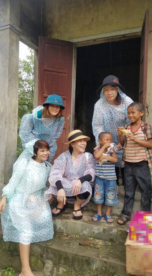 Ngày 20/10 ý nghĩa và hạnh phúc của mỹ nhân Việt ở vùng lũ - 11