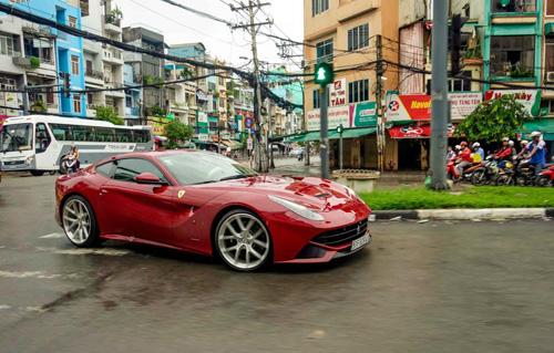 """Ferrari F12 Berlinetta giá gần 20 tỷ đã về tay Cường """"đô-la"""" - 2"""