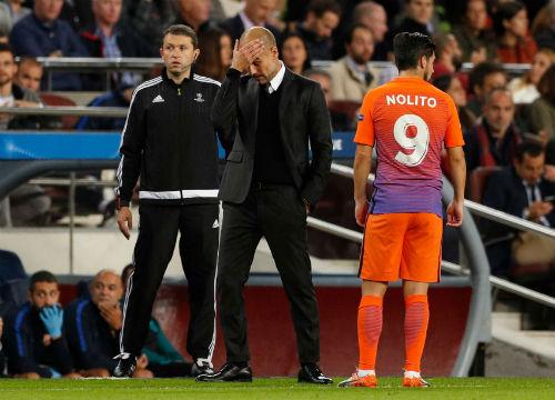 """Man City thua đau Barca, Pep bị """"lột mặt nạ"""" - 2"""