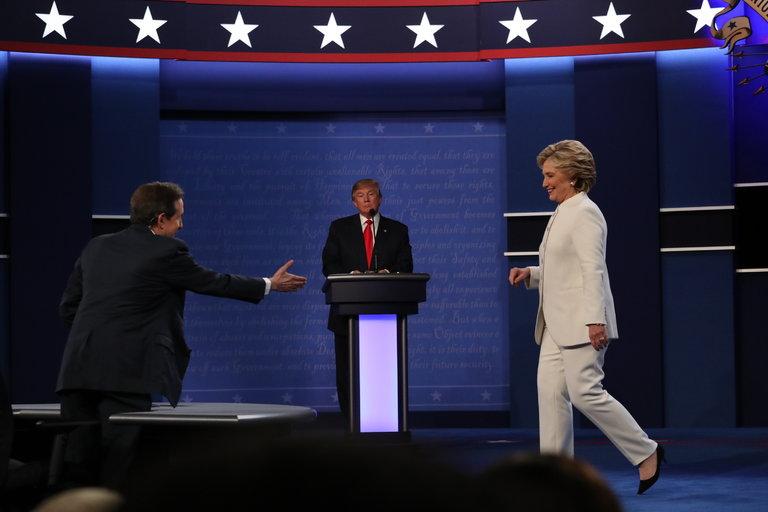 """Clinton đánh bại Trump bằng chính """"đòn"""" của đối thủ - 2"""