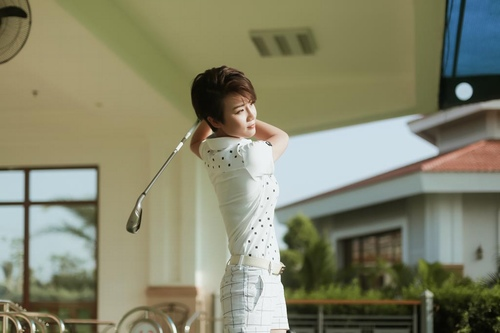Choáng với sở thích chơi golf tốn kém của nữ MC đài VTV - 1