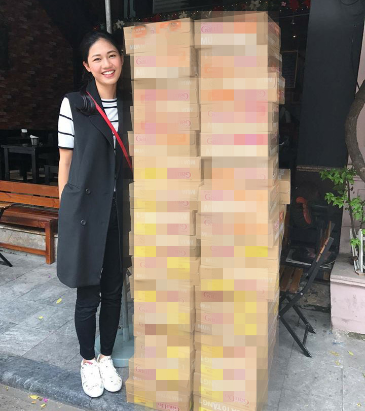 Hoa - á hậu Việt mặc giản dị mà rạng rỡ đi từ thiện - 5