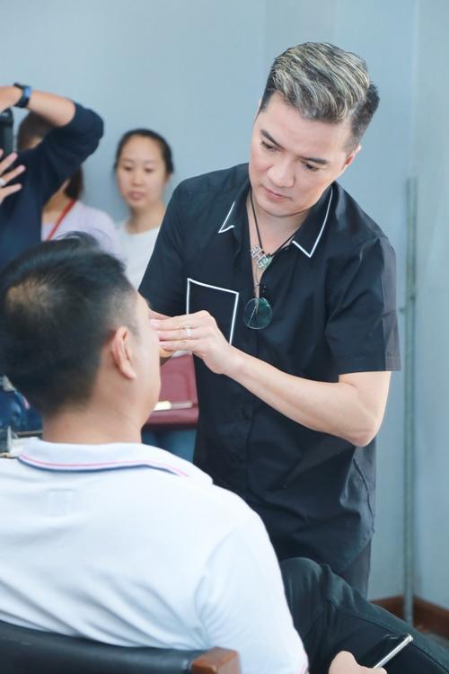 Mr. Đàm khéo léo trang điểm cho chồng Cẩm Ly - 1