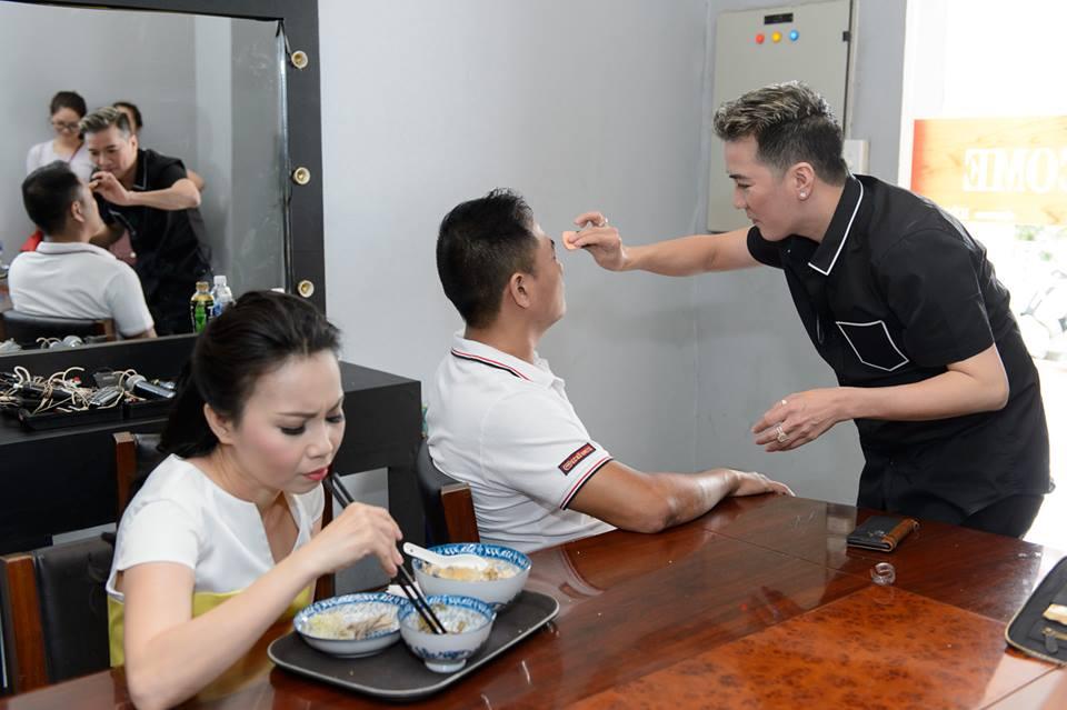 Mr. Đàm khéo léo trang điểm cho chồng Cẩm Ly - 2