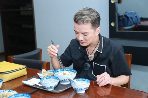 Mr. Đàm khéo léo trang điểm cho chồng Cẩm Ly - 6