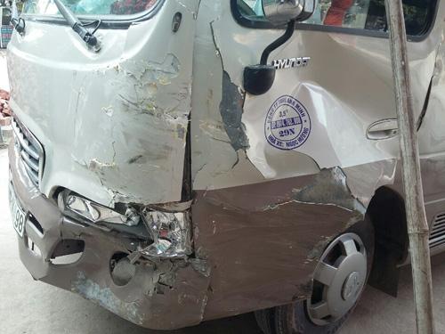 Cậu bé 13 tuổi lái xe 29 chỗ gây tai nạn liên hoàn - 2