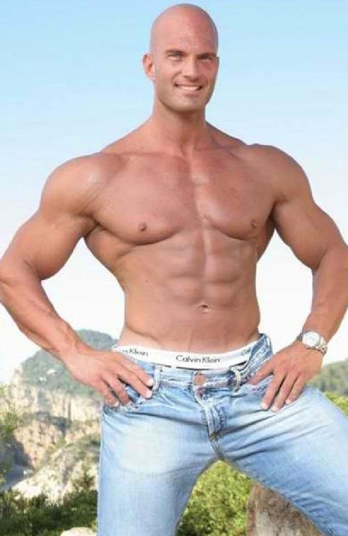 Đội vệ sĩ điển trai và cơ bắp của các siêu sao Hollywood - 5