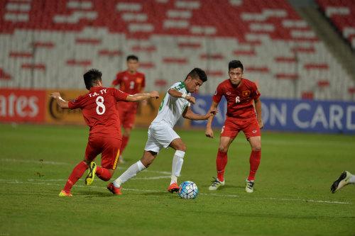"""Vào tứ kết châu Á, U19 Việt Nam ăn mừng như """"trẻ thơ"""" - 2"""