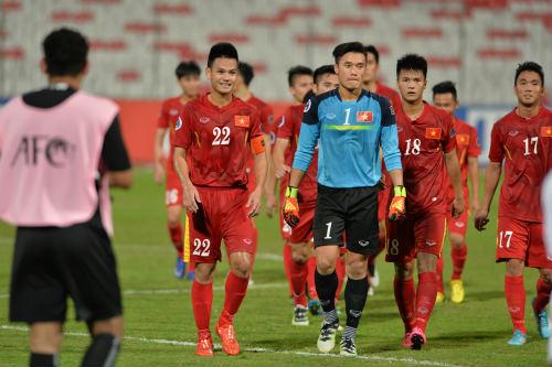 """Vào tứ kết châu Á, U19 Việt Nam ăn mừng như """"trẻ thơ"""" - 12"""