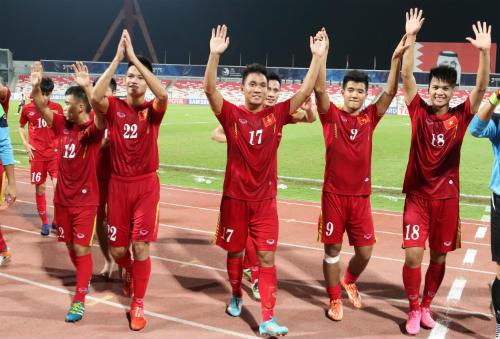 """Vào tứ kết châu Á, U19 Việt Nam ăn mừng như """"trẻ thơ"""" - 14"""