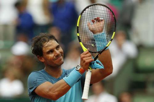 Tin thể thao HOT 21/10: Nadal tặng quà Federer - 3