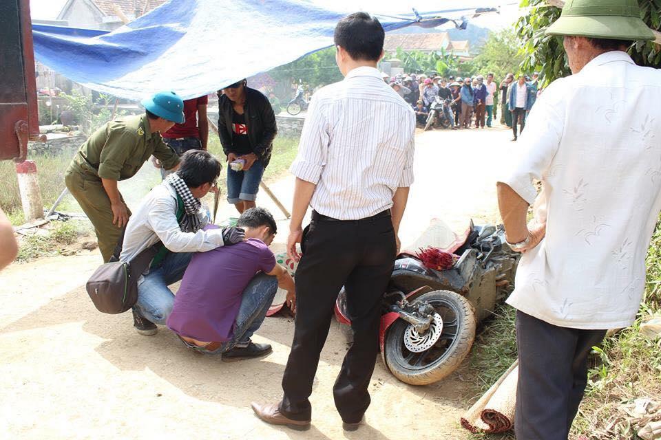 Tử nạn khi đi từ thiện giúp dân vùng lũ miền Trung - 1