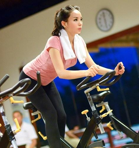 Kỳ Duyên gợi cảm, nuột nà tập gym khiến fan mê mệt - 9
