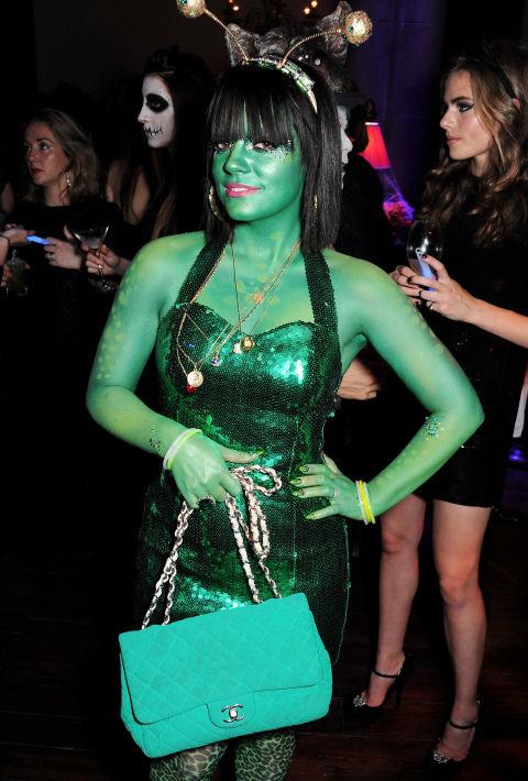 Tuyển tập váy áo Halloween hở táo bạo nhất của sao - 5
