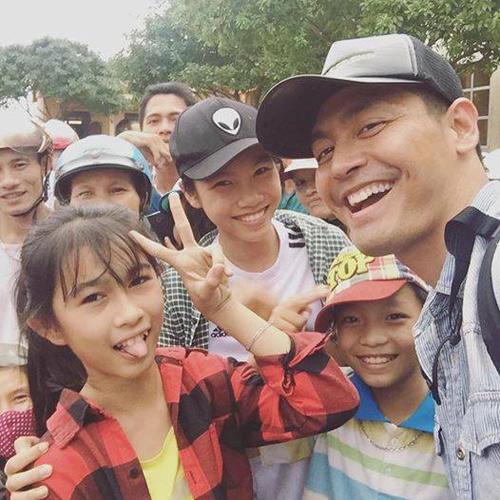 Khó nhận ra MC Phan Anh sau những ngày ở vùng lũ - 4
